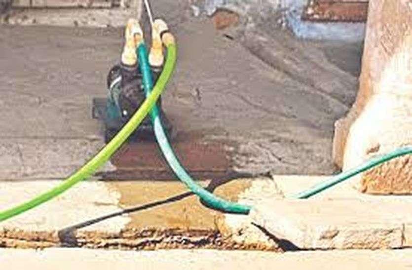 Power reduction:  मोटर लगाकर खींचते पानी