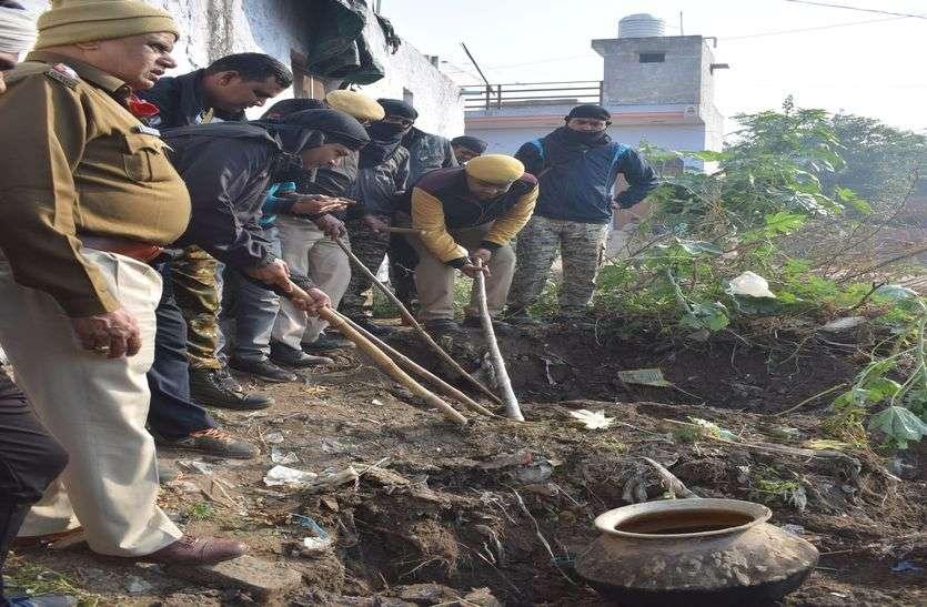 पुलिस की अवैध हड़कड शराब के खिलाफ कार्यवाही, 10 हजार लीटर वाश तथा 100 भट्टियां की नष्ट