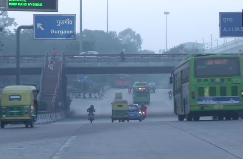 दिल्ली में ठंड ने दी दस्तक, तापमान में भारी गिरावट