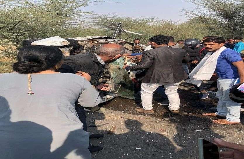 यात्री बस से कार टकराई : निकाह के तीन दिन बाद बीवी को लेने जा रहे शोहर की मौत, दस जने अन्य घायल
