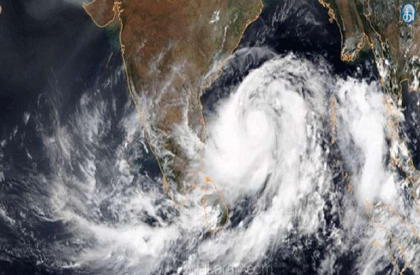 चेन्नई से 410 किलोमीटर दूर है चक्रवात निवार, तबाही मचा सकता है तूफान