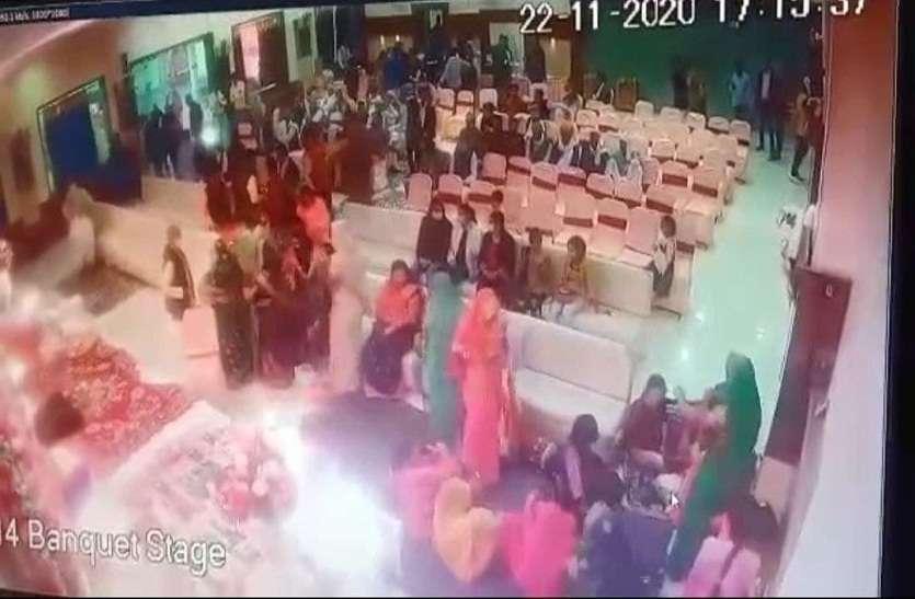 शादी में आईं रिटायर्ड शिक्षक का पर्स चोरी