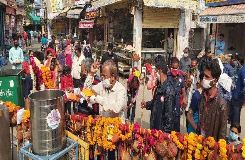 खाटूश्यामजी का जन्म दिन आज, मंदिर बंद होने पर श्रद्धालु बाहर से ही लगा रहे धोक