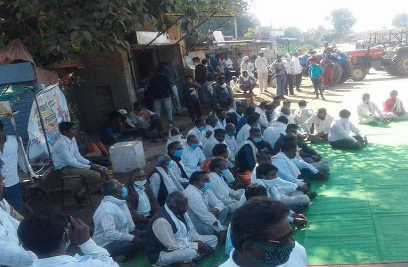 धान खरीद के सरकारी मानक से किसान खफ़ा, शुरू किया विरोध प्रदर्शन