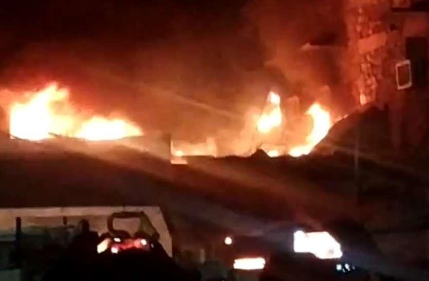 सब्जी के गोदाम में शॉर्ट सर्किट से लगी आग, भारी नुकसान