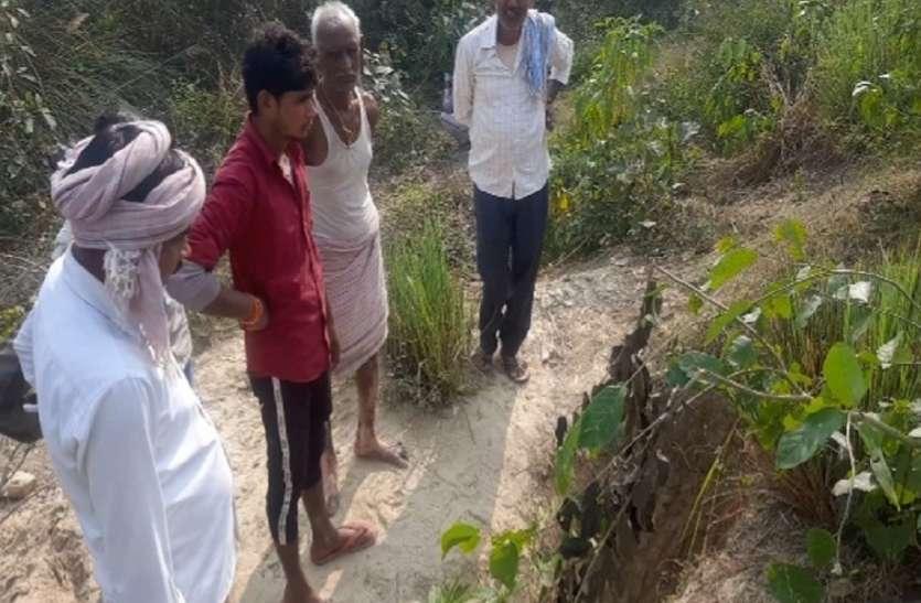 बड़ी खबर : अयोध्या के गांव में मिला रहस्यमई गड्ढा