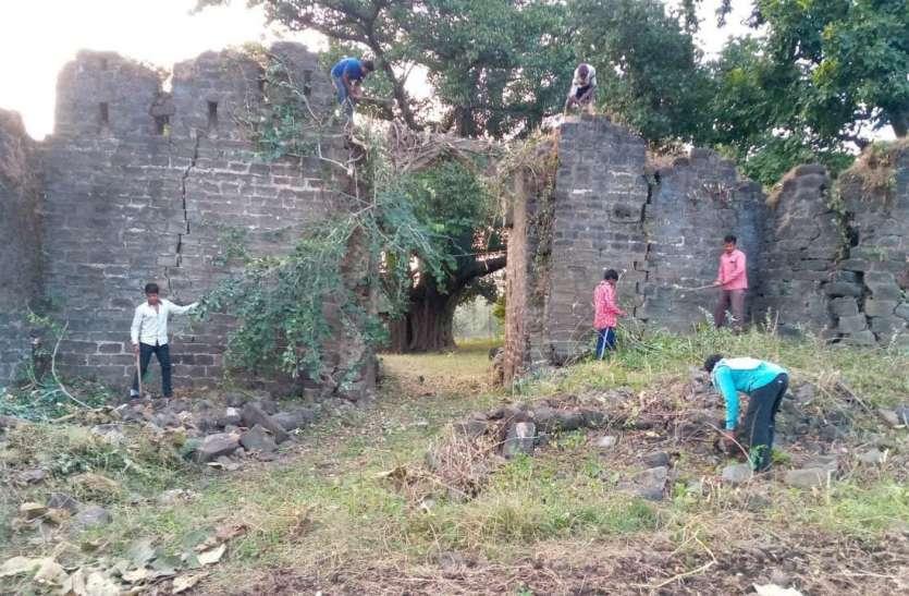 Deogarh: सात चौकियों से होती थी देवगढ़ की सुरक्षा, दो मिली और पांच की तलाश है जारी