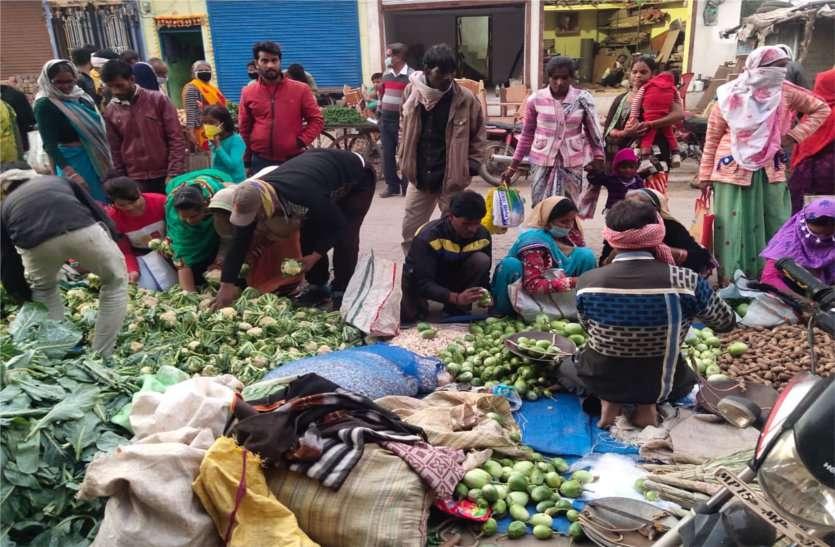 हाट बाजार की लापरवाही पड़ सकती है भारी, गांव-गांव तक पहुंच सकता है कोरोना