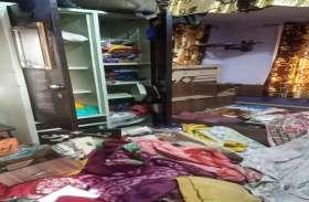 कोरोना संकट में घर लौटे तो चोरों ने किया माल साफ