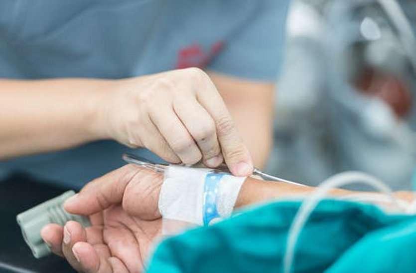 कोविड अस्पताल में बड़ी लापरवाही, कोरोना पॉजिटिव महिला को नर्स ने चढ़ा दिया एक्सपायरी ग्लूकोज