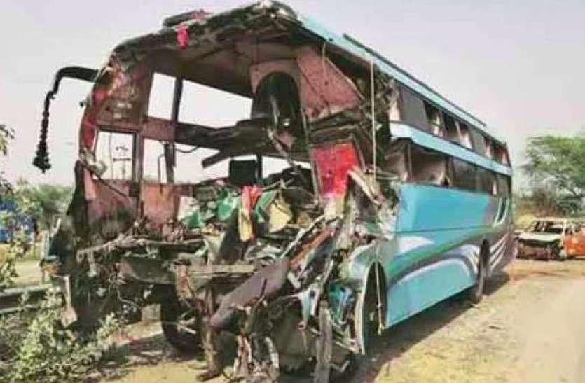 डबल डेकर बस ने पिकअप गाड़ी में मारी टक्कर, आर्मी के कमांडिंग ऑफिसर समेत दो की मौत