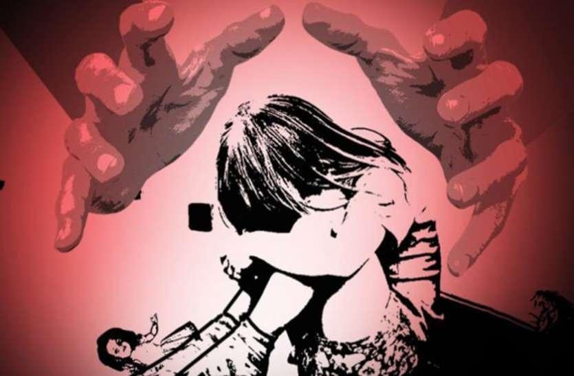 पिता ही कर रहा था दस साल की मासूम से बलात्कार, पड़ोस की महिला को बताई आपबीती