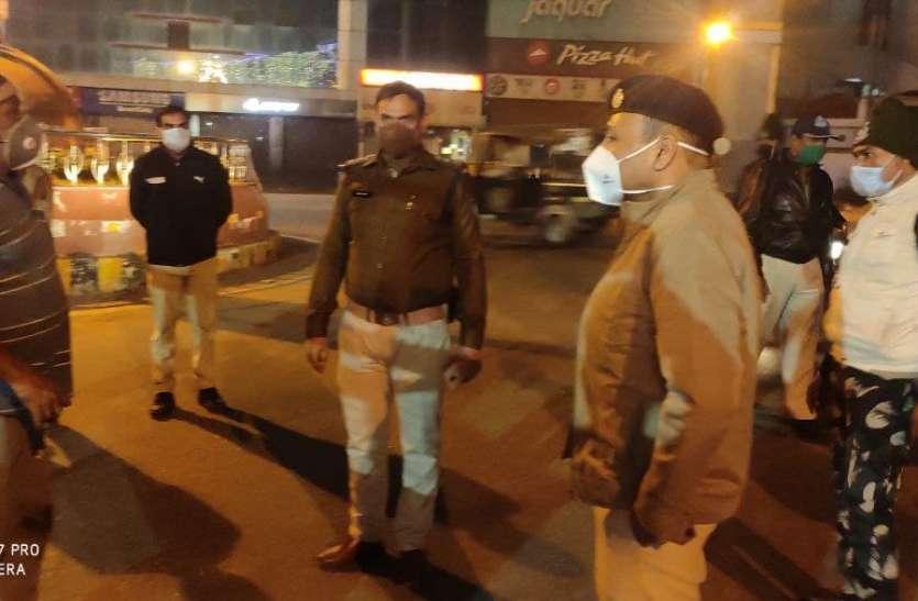 रात में सडकों पर उतारी पुलिस, कोरोना की चेकिंग