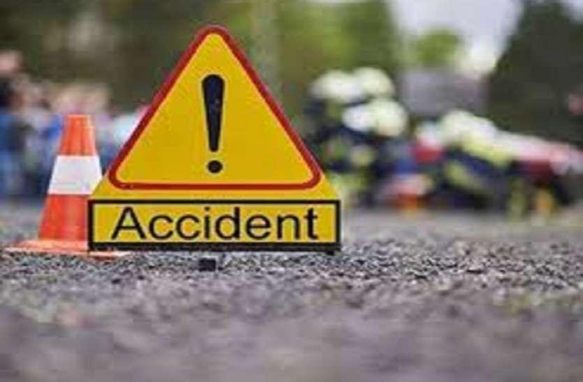शादी समारोह में खाना बनाने वाले कारीगरों का वाहन हुआ दुर्घटना ग्रस्त 3 की मौत 1 घायल