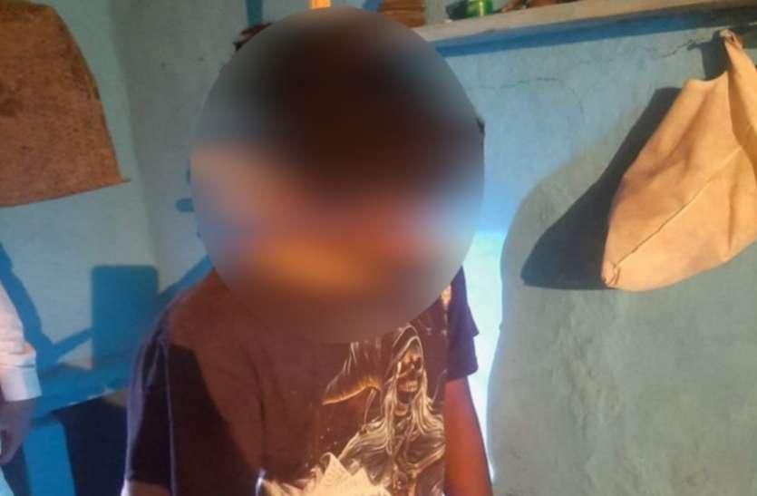 पत्नी गई है मायके, 5 साल के बेटे के सामने ही फांसी के फंदे पर झूल गया पिता