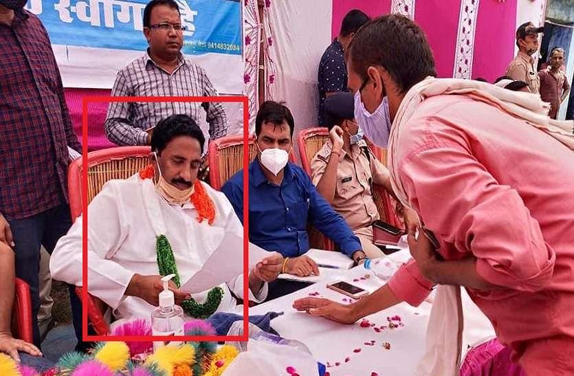 10 हज़ार करोड़ के 'स्कैम' में राजस्थान कांग्रेस MLA पर FIR, भाजपा उठा रही इस्तीफे की मांग