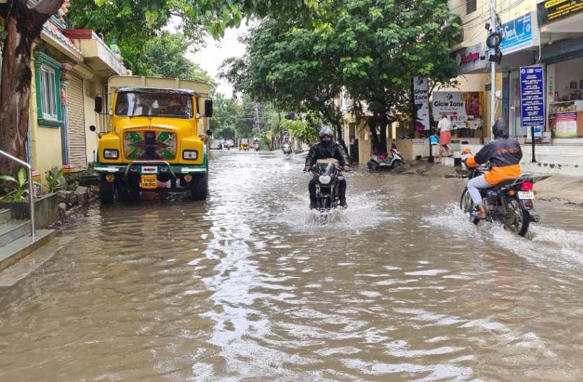 चेन्नई में तेज हवा के साथ बारिश ने मचाया कोहराम, एक व्यक्ति की मौत