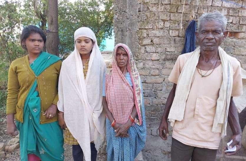 घर में कब्जा कर माता-पिता को बेघर कर दिया था बेटा, खेत में मड़ैया बनाकर रहने थे विवश, पुलिस ने लौटाईं खुशियां