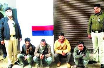 कंटेनर में लोड कर 31 मवेशियों को ले जा रहे थे कानपुर, शहर में घुसते ही 4 तस्कर गिरफ्तार
