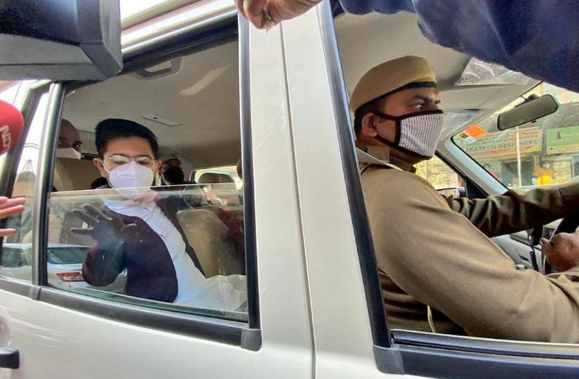 MCD Scam : प्रदर्शन से पहले दिल्ली पुलिस ने आप के 4 विधायकों को हिरासत में लिया