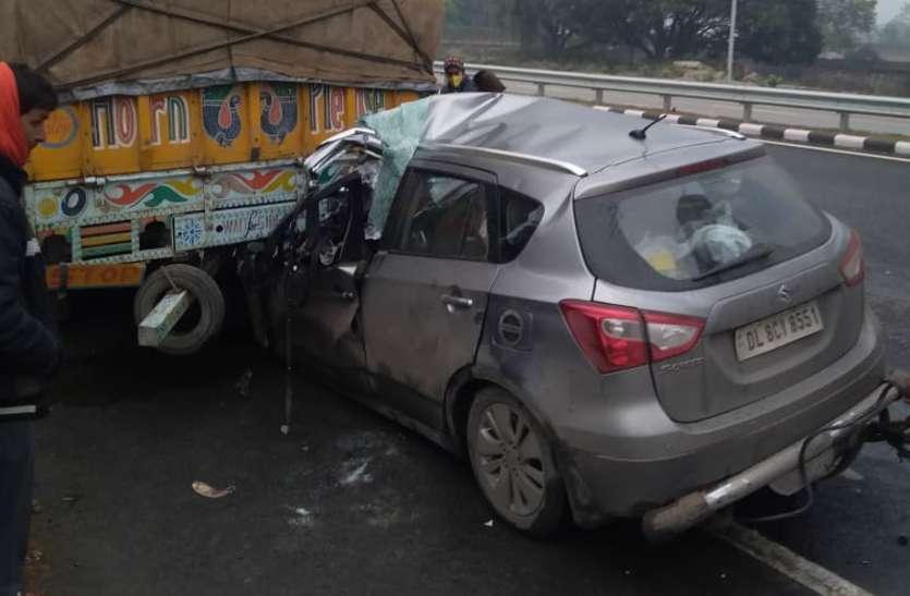 नेशनल हाइवे पर भीषण हादसा, कार ट्रक से टकरायी, दिल्ली की 2 महिलाओं की मौत, 3 की हालत गंभीर