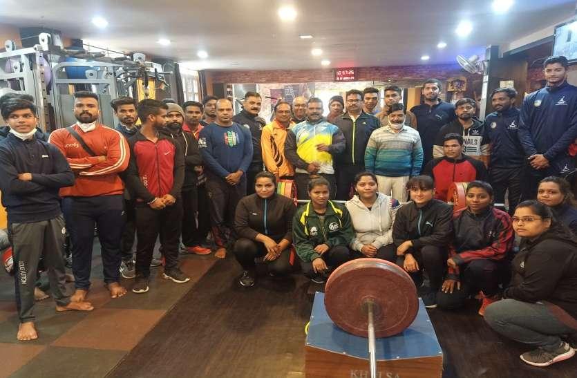 Sports: सात दिवसीय निशुल्क वेट लिफ्टिंग प्रशिक्षण शिविर का शुभारंभ