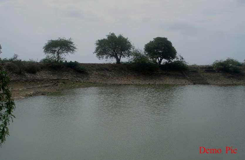 कुशीनगर में तीन युवतियां पोखरे में डूबीं, दो की मौत