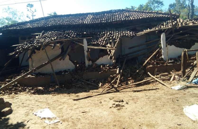 9 हाथियों ने पहाड़ी कोरवा बस्ती में मचाया उत्पात, कड़कड़ाती ठंड के बीच तोड़ डाले 10 घर, बढ़ी परेशानी