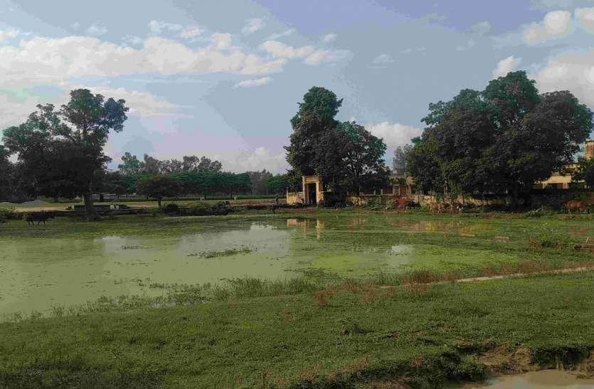 तालाब ही नहीं श्मशान पर भी माफिया का कब्जा