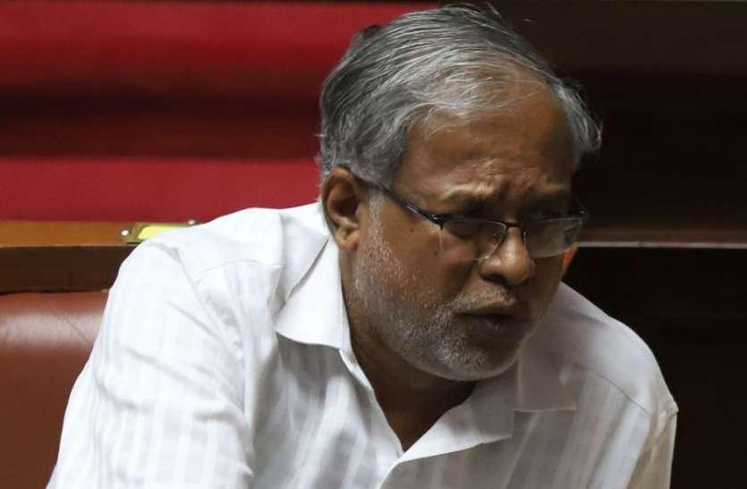 कर्नाटक में पाठ्य पुस्तक से 'धार्मिक भावना आहत करने वाला' अंश हटाया जाएगा: मंत्री