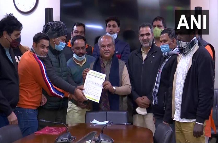 दिल्ली: कृषि कानूनों के समर्थन में निकाली रैली, कृषि मंत्री नरेंद्र तोमर को सौंपा पत्र