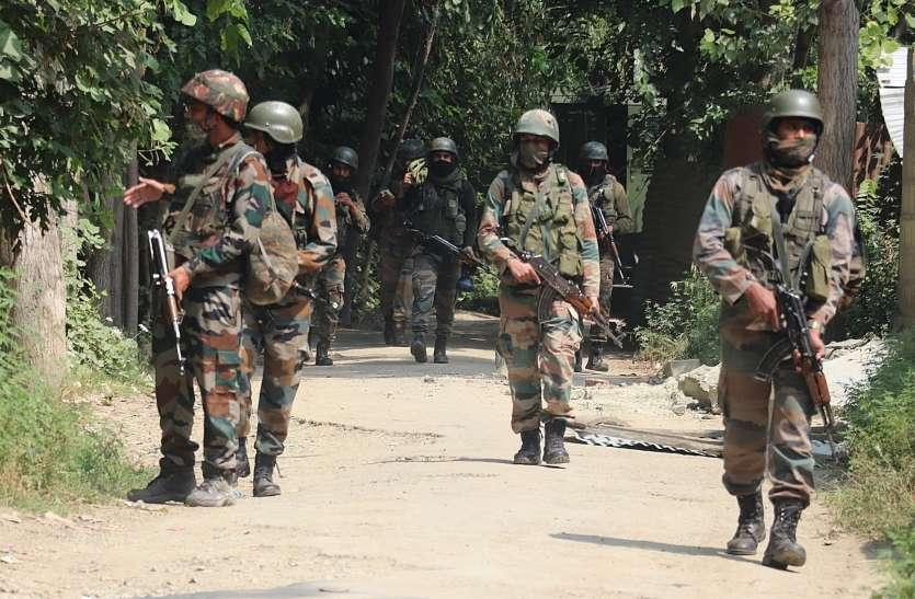 कश्मीर में मुठभेड़ के दौरान 2 आतंकवादियों ने किया आत्मसमर्पण, गोला-बारूद बरामद