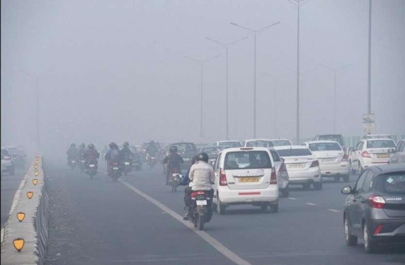 कड़ाके की ठंड के साथ प्रदूषण ने भी दिल्ली में दी दस्तक, पटाखों के इस्तेमाल पर प्रतिबंध की मांग