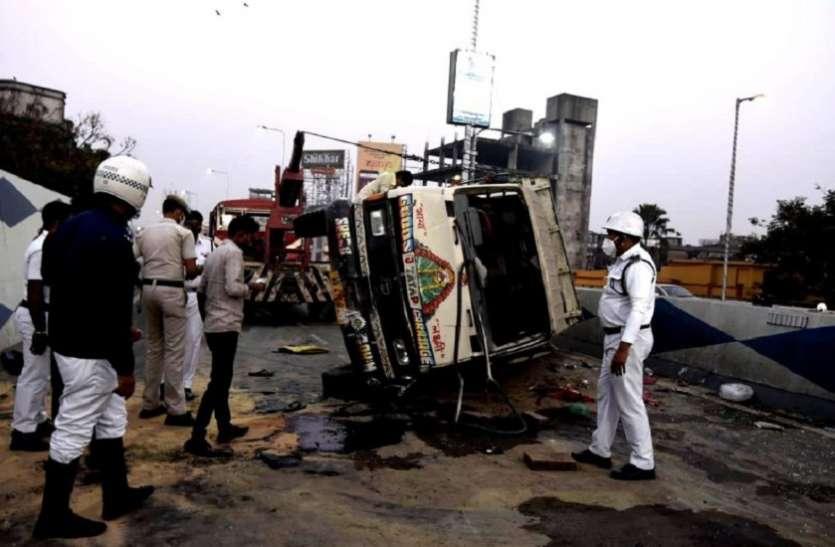 कोलकाता में एजेसी बोस रोड फ्लाईओवर पर पलटा मेटाडोर, 29 घायल