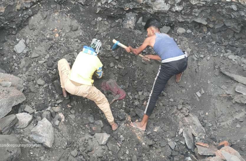 16 साल से बंद पड़ी खदान में कोयला निकालते गिरी चट्टान, दबकर महिला की दर्दनाक मौत