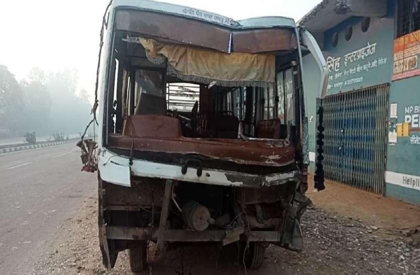 बिहार से पंजाब जा रही बस डिवाइडर में घुसी, पीछे से ट्रक ने मारी जोरदार टक्कर, हादसे में 13 यात्री घायल