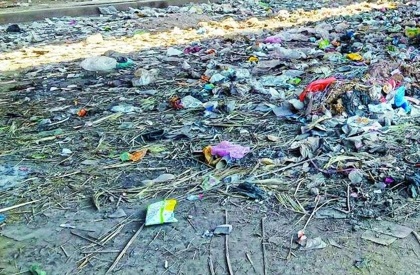 कचरे के निस्तारण के उपाय नहीं, डम्पिंग यार्ड से फैल रहा प्रदूषण