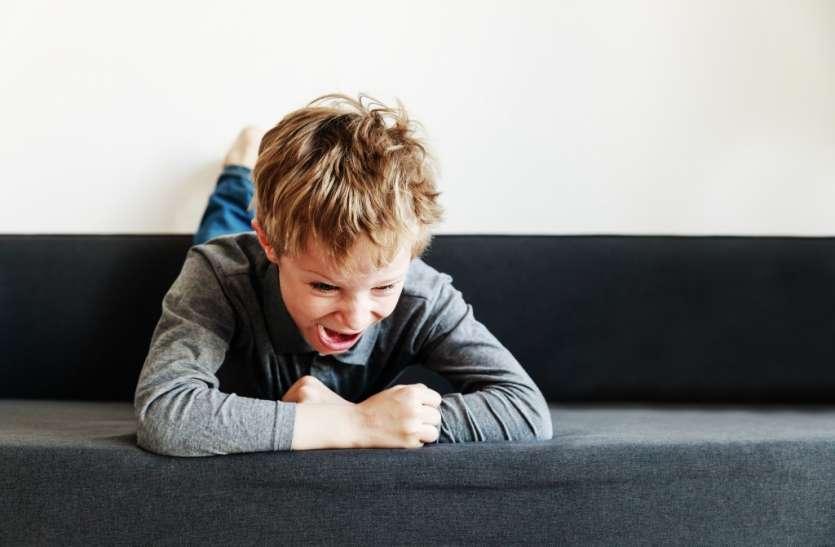 छोटे बच्चों में भी होता है मूड परिवर्तन, बनाता है गुस्सैल
