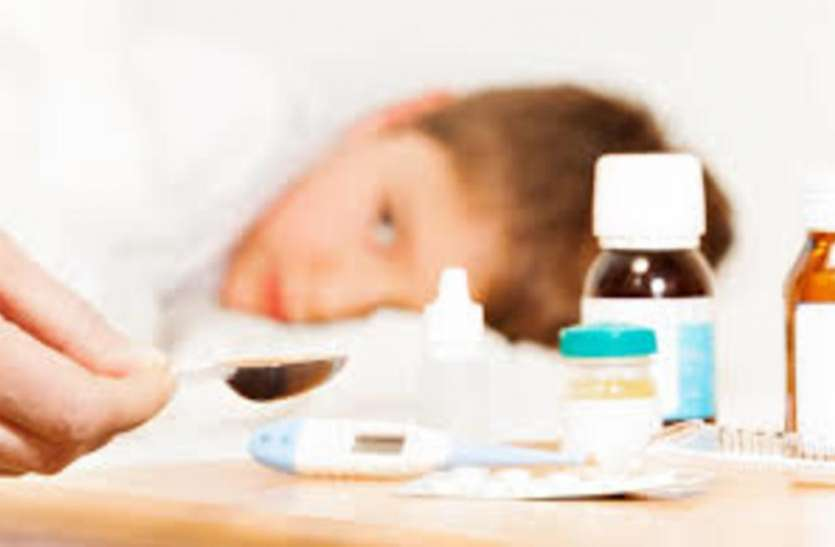 कोरोना के संभावित तीसरी लहर के बीच बच्चों में वायरल फीवर के साथ दिखे ये लक्षण, तो न करें अनदेखी