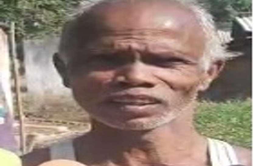 पटवारी ने किसान को सरकारी रेकॉर्ड में घोषित कर दिया मृत, अब खुद को जिंदा साबित करने दफ्तरों के काट रहा चक्कर