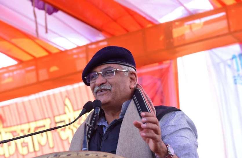 मंत्री ने कांग्रेस में अंतर्कलह पर ली चुटकी, मियां-बीवी की लड़ाई और ठीकरा पड़ोसी पर