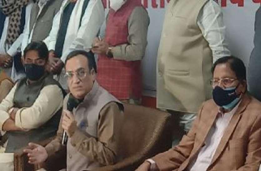 कांग्रेस का बयान: जमींदारी प्रथा लाना चाहती है केन्द्र सरकार