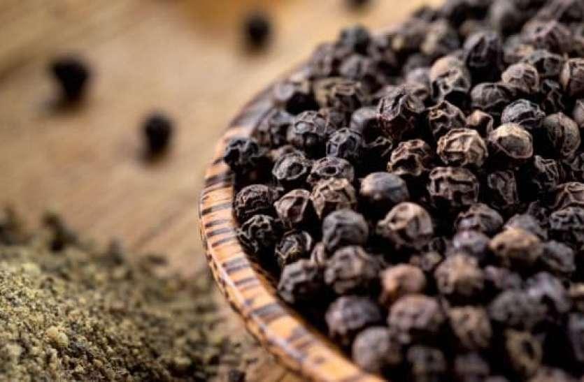 सर्दी-खांसी समेत इन दिक्कतों से हैं परेशान तो काली मिर्च का सेवन है फायदेमंद