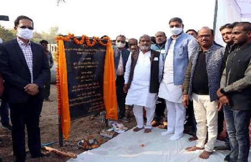 नरसिंहपुर में प्रस्तावित प्लाजा के लिए भूमि पूजन