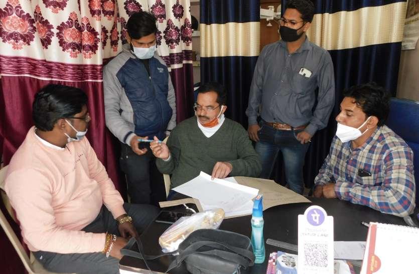 स्वास्थ्य विभाग की टीम ने छापा मारा तो डॉक्टर लेने भागा कर्मचारी