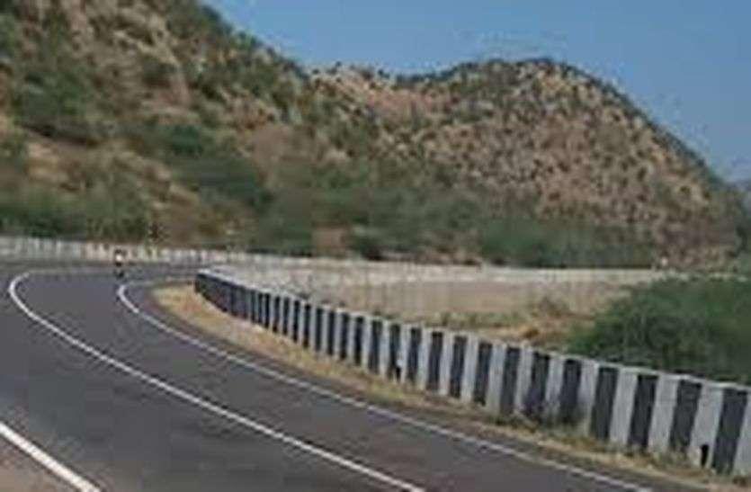 जयपुर-भीलवाड़ा मेगा हाइवे पर गहरे गड्ढे