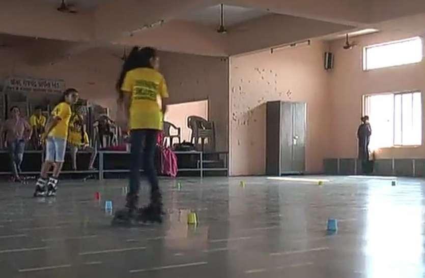 बारडोली में सात बेटियों ने 15 घंटे तक की रिवर्स स्केटिंग