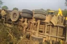बलौदा बाजार में मवेशियों से भरा ट्रक पलटा, 20 से 25 मवेशियों की मौत