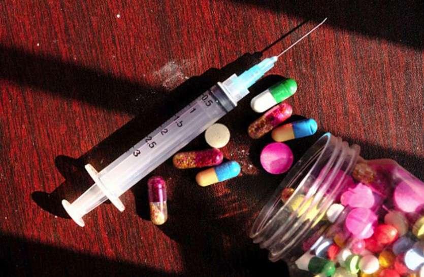 नशीली वस्तुओं की स्मैल से बचने के लिए लोग कर रहे दवाइयों का नशा