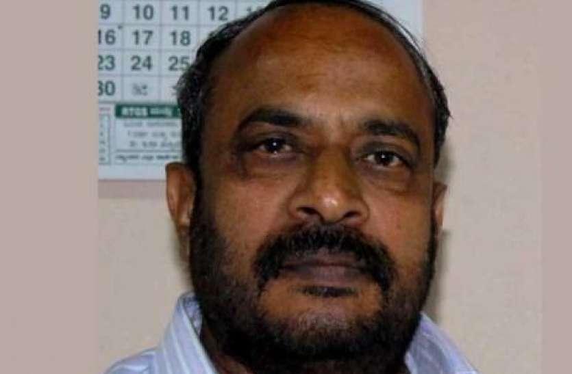 कर्नाटक में रेल की पटरियों पर मिला विधान परिषद के उप सभापति का शव